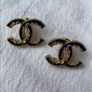 Auth. Chanel  interlocking earrings